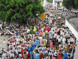 The news of the attacks to the two priests and other faithful of Dong Hoi has sparked a fresh protest. In Ho Chi Minh City, yesterday evening, more than 2 thousand Catholics attended a prayer vigil at the Redemptorist monastery, asking the Vietnamese government to immediately stop the persecution of the Church.