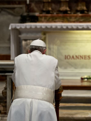 Pope Francis praying at the tomb of Pope John Paul II.