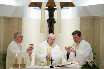 Archbishop Gomez concelebrates the Holy Sacrifice of the Mass with Pope Francis