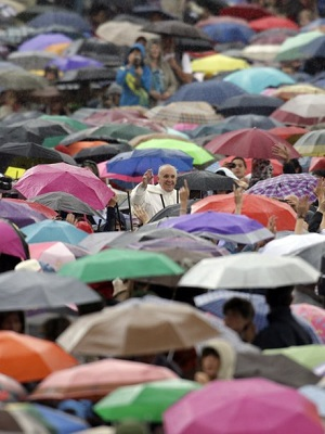 VATICAN CITY (Catholic Online) - With his characteristic affection for God's people, Pope Francis showed no concern for the rain as he moved through the crowd who gathered to hear his Wednesday talk.