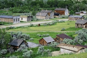 Built along the banks of Grasshopper Creek, Bannack's Main Street had three hotels, three bakeries, three blacksmith shops, two stables, a grocery store, a restaurant, a billiard hall and of course, four saloons at its peak.