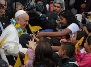 Francis among the faithful in Varginha