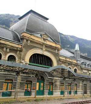 Closed during the Spanish Civil War the station was later re-opened and the station became busy once more. It was at the beginning of the World War II that Canfranc at first provided a lifeline for thousands of Jewish refugees fleeing occupied Europe.