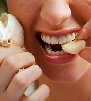 It may wreck your social life, but eating raw garlic appears to have hidden health benefits.