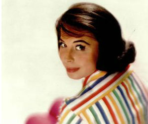 Born to Spanish-speaking Jewish parents in New York in 1928, Eydie Gorme was fluent in both English and Spanish.