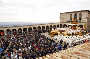 Thousands gather for the opening Mass of the historic visit of Pope Francis to Assisi, to honor the continuing call of conversion in the life, message and prophetic challenge of Francis of Assisi, his namesake