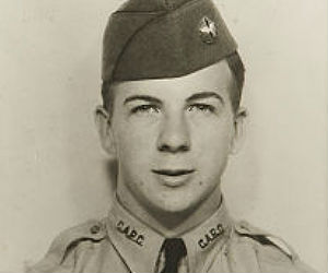 Lee Harvard Oswald was a notoriously inept with firearms while serving in the military.