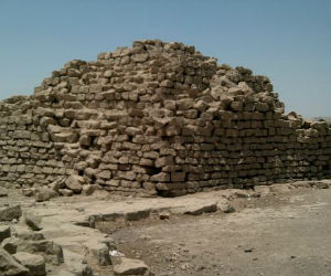 The pyramids may have been used as symbolic monuments dedicated to the royal cult that affirmed the power of the king in the southern provinces.