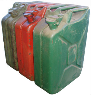 In emergencies, agencies traditionally buy and distribute jerry cans, which can mean transporting 15 or 20 liters of air. Collapsible jerry cans only last a couple of months before they start leaking.