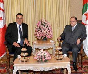 President of the Republic Abdelaziz Bouteflika received Sunday in Algiers the head of the Tunisian government, Mehdi Jomaa. The two sides reviewed political and security issues of interest as well as economic cooperation between the two parts. Three financial cooperation agreements were signed in Algiers.