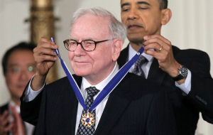 Obama awarding Buffett the Presidential Medal of Freedom.