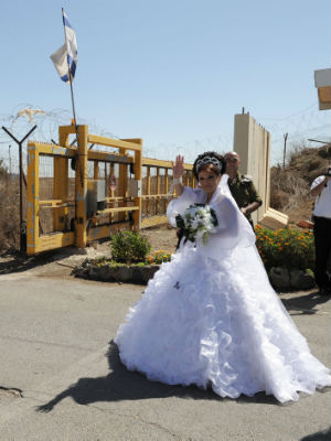 A bride crossing the Israel-Syria border.