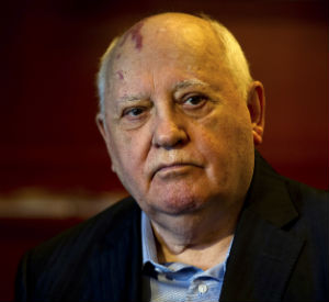 Former leader of the Soviet Union, Mikhail Gorbachev, who has long been hailed as one of the leading architects in ending the Cold War is now warning that the world may be facing the potential of war if Russian and American leaders are unwilling to back down.