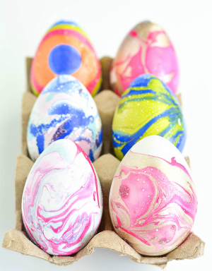 Create marbled Easter eggs this Easter with an amazingly easy technique