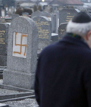 HISTORIC MEETING: Pope Francis meets with rabbis to decry growing anti-Semitism in Europe