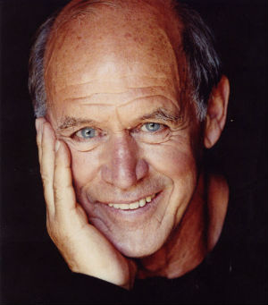 Geoffrey Lewis scored a Golden Globe nomination for playing bartender Earl Tucker on the 1980s CBS sitcom 'Flo,' the spinoff of 'Alice' that starred Polly Holliday.