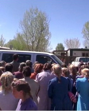 Former FLDS cult member horrifically mobbed by hundreds of sect followers while picking up children after gaining full custody