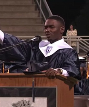 Teen delivers powerful impromptu invocation during graduation commencement's unexpected emergency