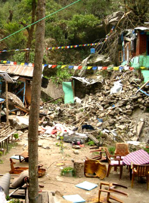 American Nepal earthquake survivors denied rescue by five helicopters