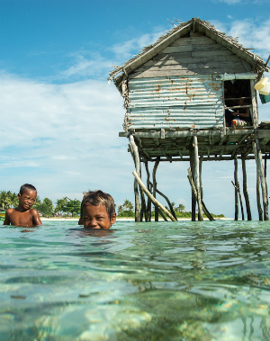 Banished Filipino refugees remarkably live and work on the ocean