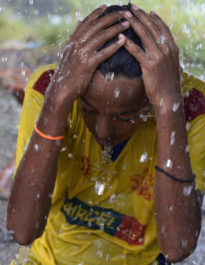 India's heatwave death toll rises: Six young boys drown in desperation to cool down