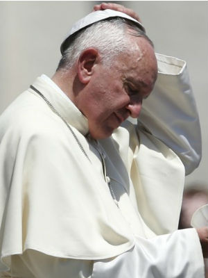 Pope Francis lauds 'hidden heroes' who care for stricken loved ones away from work