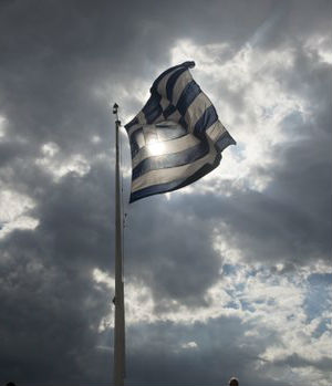 Panicked Greeks withdraw $1 billion from banks in a single day