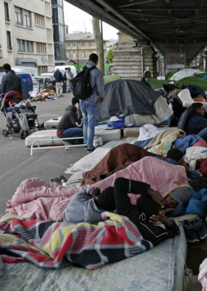 Scabies scare forces African migrants out of their makeshift camps in Paris