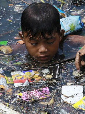 HORRIFIC PHOTOS- Filipino children forced to scavenge through rubbish for pennies a day