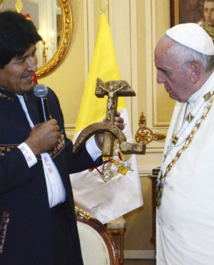 Pope Francis stays calm after receiving shocking, outrageous gift from Bolivia president