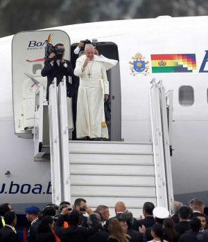 Pope Francis warns clergy against career ambitions