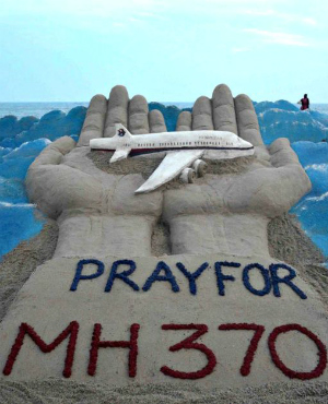 Piece of Flight MH370? Mysterious plane debris washes up on Indian Ocean island that could be missing Malaysian MH370