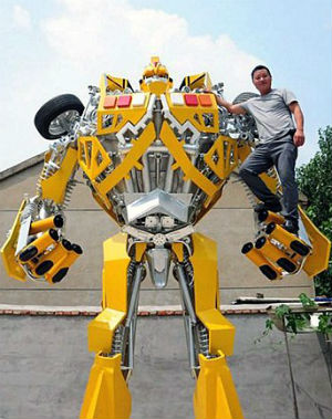 Chinese welder builds life-size Transformer for son