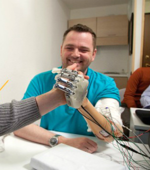New prosthetic hand amazingly gives user ability to 'feel'