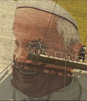 Excitement builds with massive mural of Pope Francis before his midtown Manhattan visit