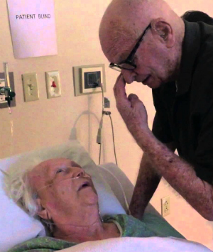 92-year-old man beautifully serenades his 93-year-old wife capturing the heart of the Internet