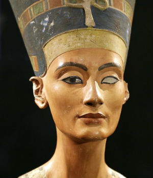 'Discovery' of Queen Nefertiti's tomb debated by archaeologists