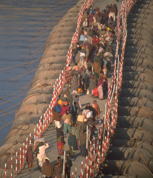 AMAZING PHOTOS: One million people commute daily over precarious hand-made bridges over River Ganges