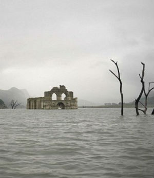 Amazing 400-year-old church re-emerges from Mexican reservoir