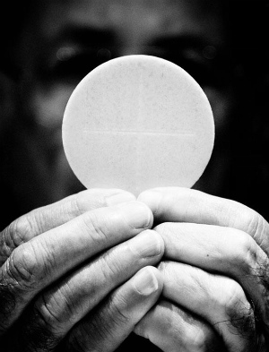 EUCHARISTIC MIRACLE IN UTAH? You won't believe what happened to the Body of Christ when it was placed in water (PHOTOS)