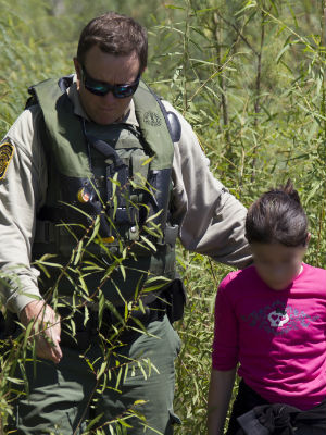 Central American refugees streaming in to U.S. quickly reaching crisis levels