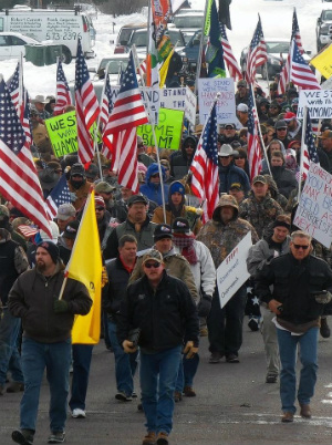 Oregon militia spokesman KILLED, eight militiamen arrested in standoff