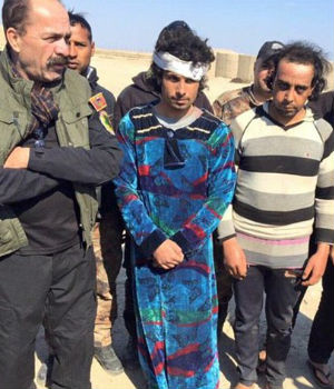 HILARIOUS PHOTOS! 'Fearless' Islamic State fighters caught deserting - dressed AS WOMEN!