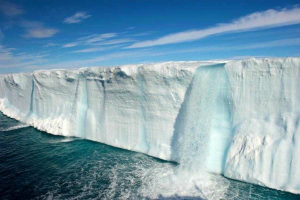 Arctic ice continues to decline as global warming accelerates