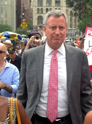 Bill De Blasio's ongoing investigation scandal fails to stop him from new fundraising efforts