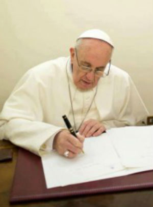 Pope Francis writes moving letters to prisoners