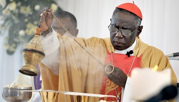 Why did Cardinal Sarah Encourage Priests to Face East While Celebrating the Liturgy?