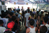 Image of Filipino drug addicts and sellers pledge never to use or sell again.