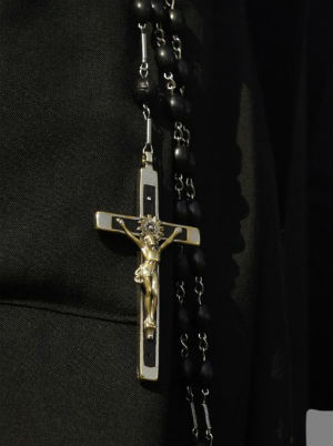Massachusetts nun loses rosary to lesbian couple