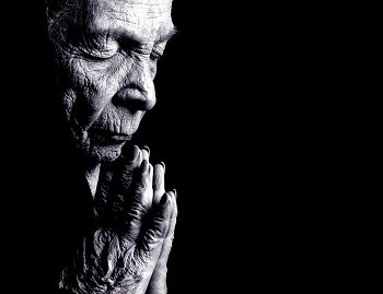 Old woman in persevering prayer